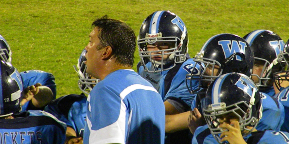 Coach Dyer with his team in 2010. Picture from Facebook